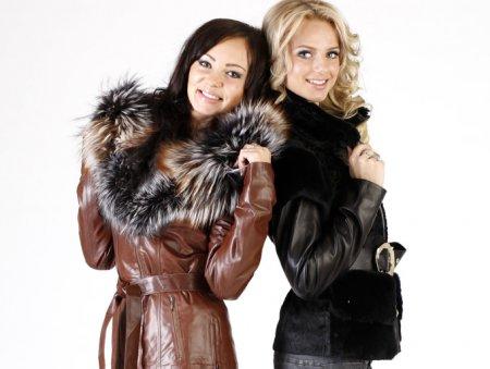 Модное женское кожаное пальто
