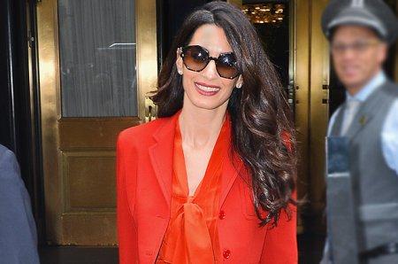 Амаль Клуни начала работать через три месяца после рождения детей