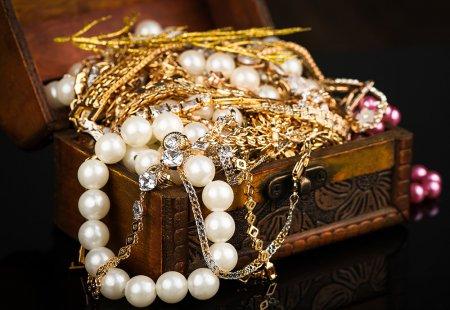 Можно ли носить украшения и вещи умершего?