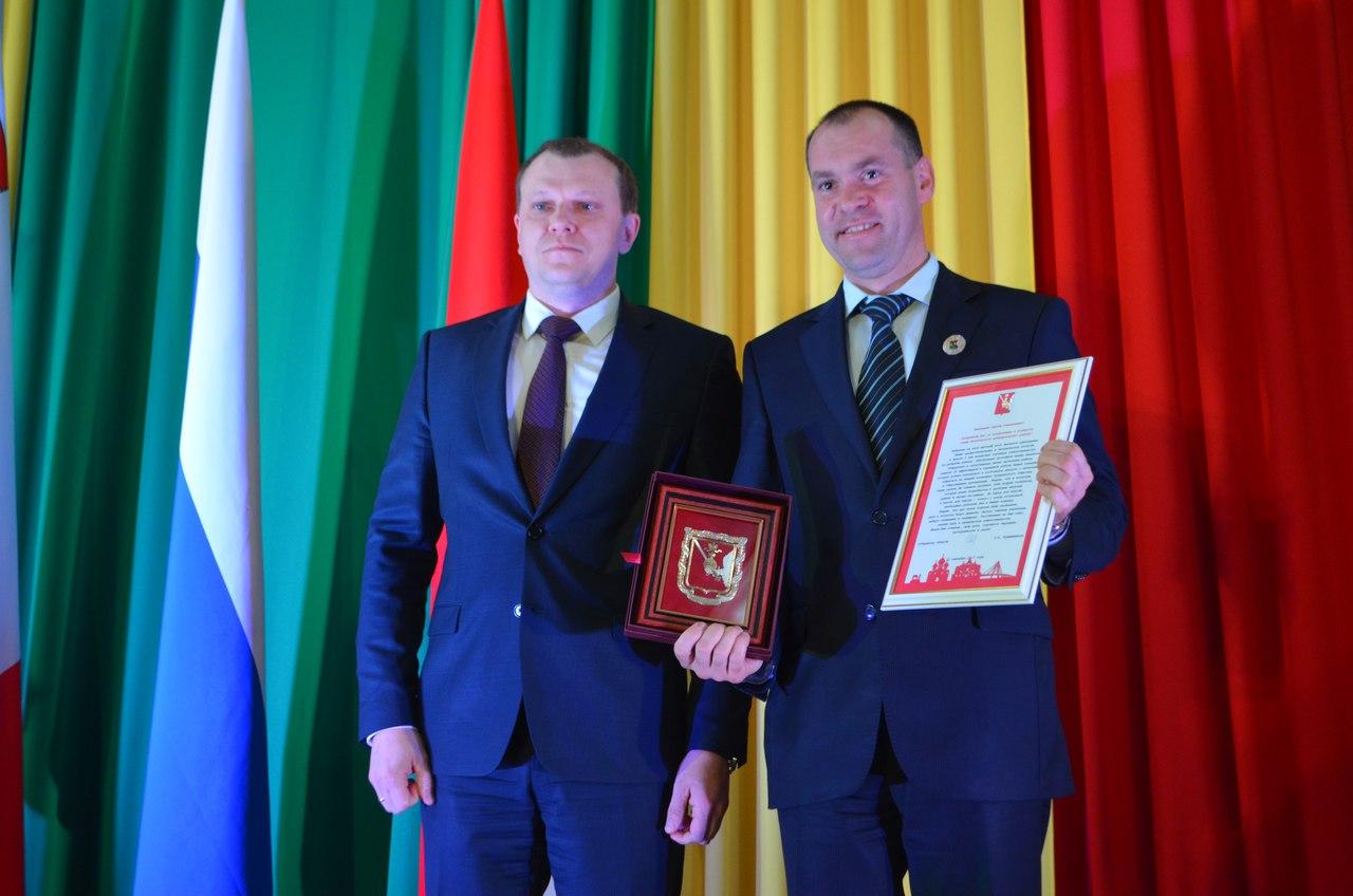 В Великом Устюге депутаты от ЛДПР, СР и КПРФ проголосовали за единоросса в качестве главы города