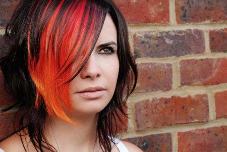 Как темные волосы покрасить в яркий цвет?