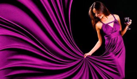 Одежда пурпурного цвета: с чем носить?
