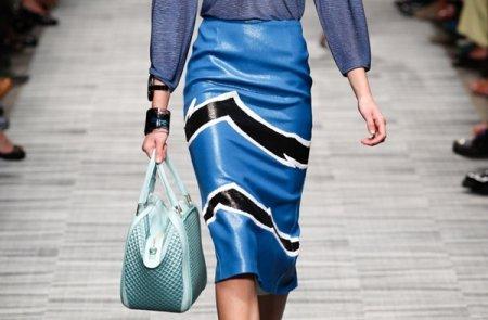 Модные кожаные юбки: с чем носить?