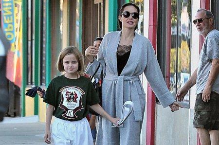 Анджелина Джоли в Лос-Анджелесе с дочкой