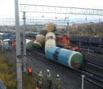 На станции Лоста сошли с железной дороги локомотив и шесть цистерн