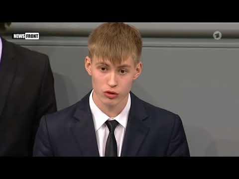 На школьника из России, выступившего в бундестаге за мир без войны, пожаловались в прокуратуру и ФСБ