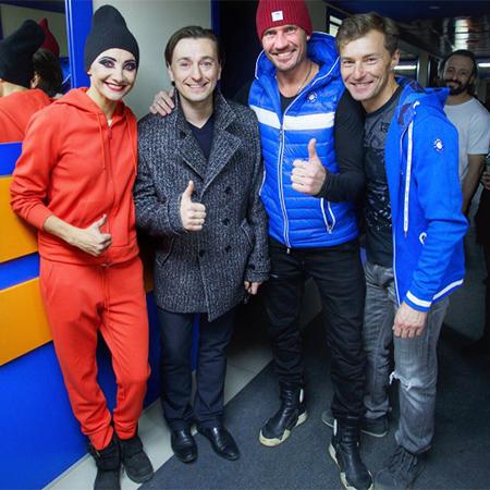 Сергей Безруков вышел в свет со старшими детьми