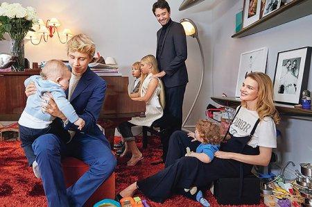 Наталья Водянова выставила фотографию с Антуаном Арно и детьми
