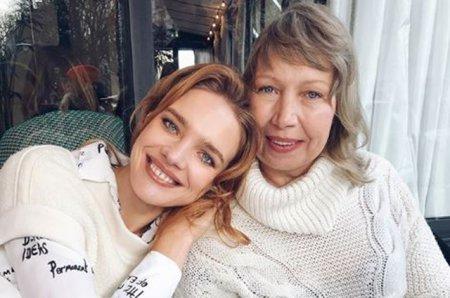 Наталья Водянова отдыхает с мамой в Париже
