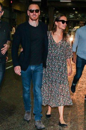 Майкл Фассбендер и Алисия Викандер не скрывают чувств на публике