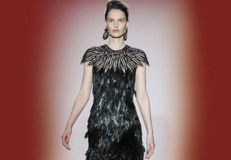 Женские наряды с перьями