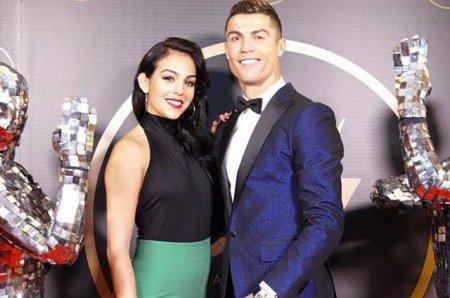 Криштиану Роналду с Джорджиной Родригес на новогодней вечеринке в честь футболиста