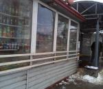 Жители жалуются на продажу спиртосодержащих жидкостей в киоске на остановке в Вологде