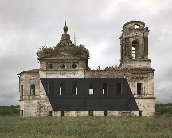 Заброшенная церковь под Тотьмой  стала жертвой современного художника